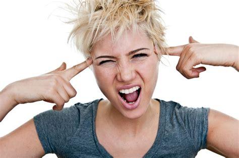 mal di testa e senso di vomito mal di testa ecco i cibi incriminati obiettivo donna