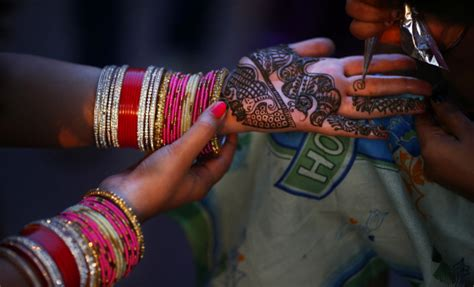 tattoo maker in allahabad karva chauth celebrations