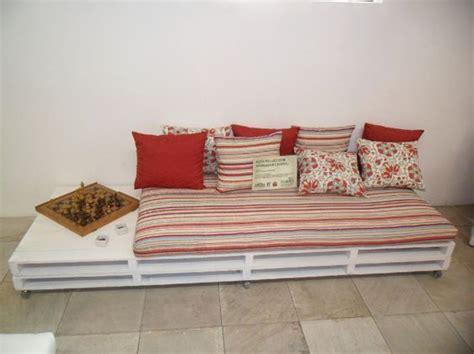 sofa palete como fazer um sof 225 de pallets dicas e passo a passo