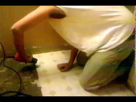 How To Remove Linoleum Floor by How To Remove Linoleum Quickly And Easily