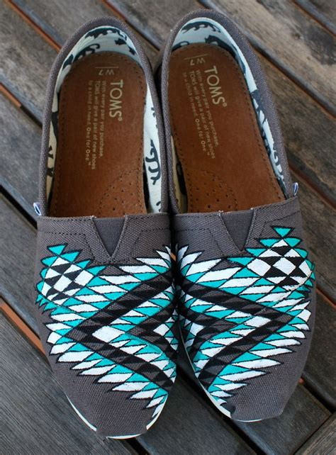 tribal pattern toms 1000 ideas about native american design on pinterest