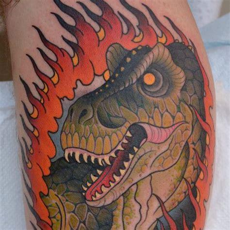 new school dinosaur tattoo tatuaż ręka new school dinozaur przez peter lagergren