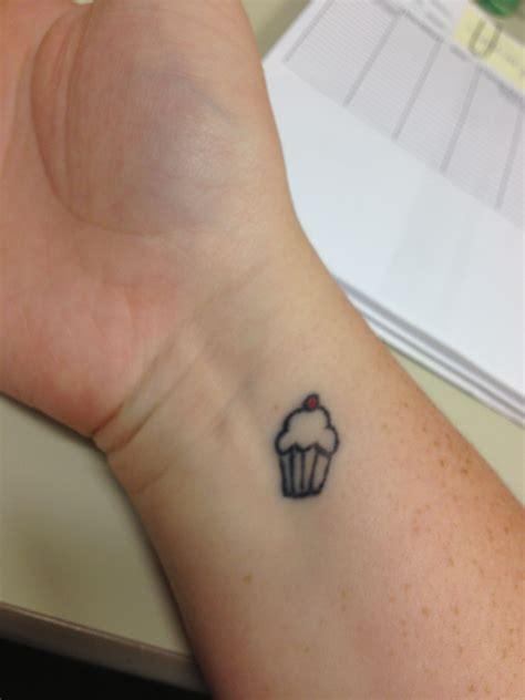 cupcake wrist tattoo cupcake random dorkness cupcake