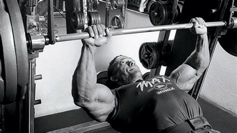 benching on a smith machine tip the safe way to bench on a smith machine t nation