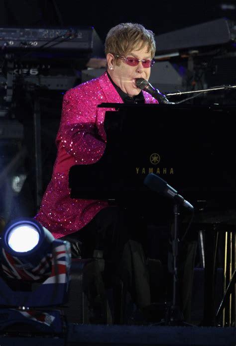 elton john queen of england elton john in diamond jubilee buckingham palace concert