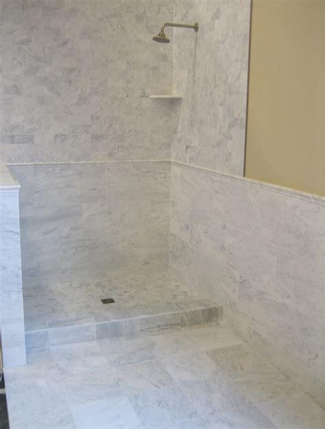 Bianco Venatino tiles, rails, corner shelf and mosaics