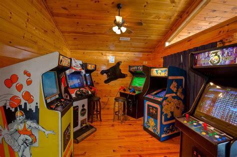 8 Bedroom Cabins In Gatlinburg mountain lake lodge fun cabin arcade homeaway sevierville