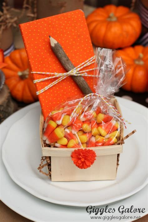 Thanksgiving Table Favors Whoo S Thankful Thanksgiving Table Setting