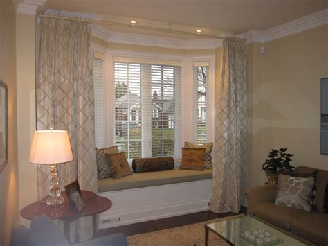 Curtains For Bay Windows Living Room by Wonderful Curtains For Bay Windows Decorating Ideas
