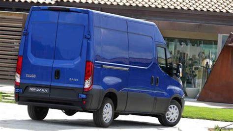furgone cabinato il nuovo iveco daily cresce in capacit 224 di carico e cala