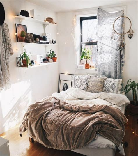 this cozy bedroom ideas for small rooms will make it feel deannetsmith