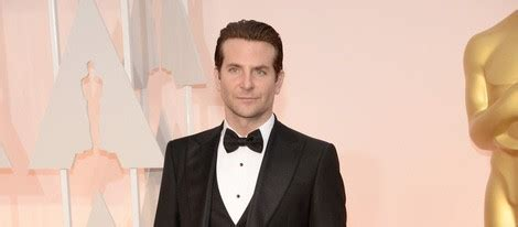 Bradley Cooper En La Alfombra Roja De Los Oscars 2014 Irina Shayk Y Bradley Cooper Una Pareja De Amigos Con Vistas A Iniciar Un Bekia