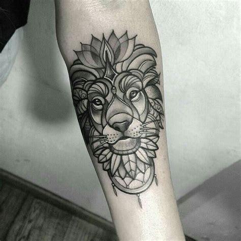 tattoo old school geometric l 246 we tattoo ideen l 246 we tattoo w 246 rter thib s tattoo lion