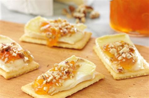 appetizers brie warm brie crackers appetizer