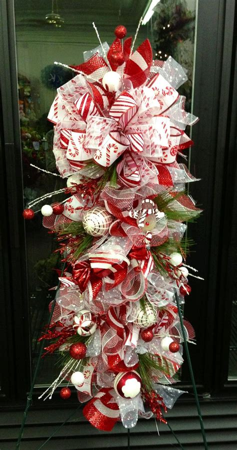 decoracion de ventanas navideñas con mallas christmas swag 79 00 via etsy christmas pinterest