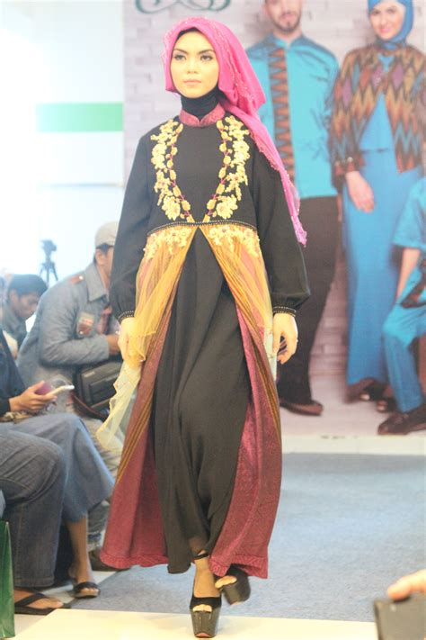 Baju Muslim Naura By Yulia Rachman ranti fashion show at meet greet event with yulia rachman ranti busana muslim