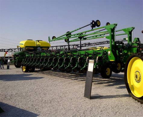 32 Row Planter by The 25 Best Ideas About Deere 2040 On
