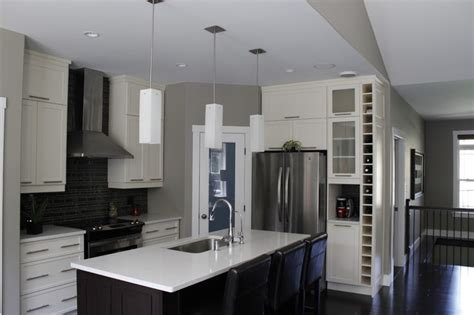 Houzz Kitchen Island Ideas A Compact Kitchen And Corner Pantry Are Very Functional
