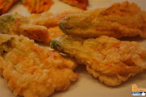 cucinare fiori di zucca fritti cucina romana fiori di zucca fritti in pastella