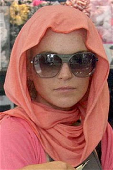 Lindsay Lohan Wears A Scarf by Wearing Scarves The Style