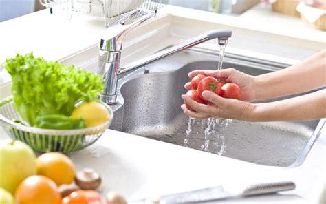 3 kiat praktis dan sehat cuci buah dan sayur