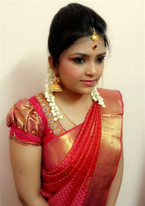 easy to make hairstyles with saree traditional southern indian bride wearing bridal silk