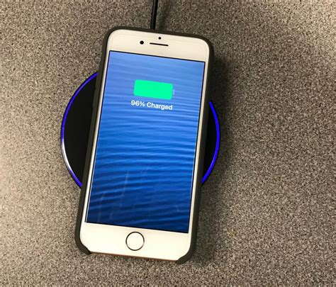 Iphone 8 Wireless Charging by 5 Reasons To Buy A Pixel 2 Iphone 8 And Five Reasons