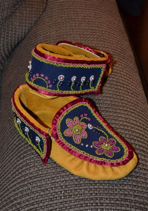 Iroquois Also Search For Iroquois Style Moccasins Beading Ideas