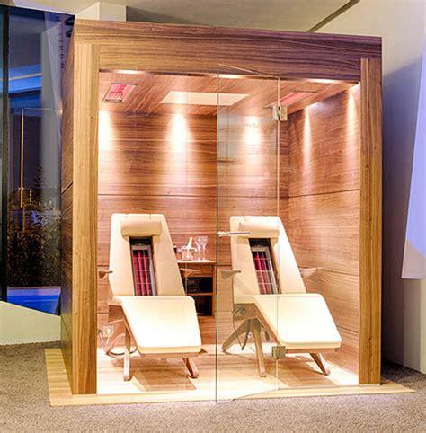 doccia fredda benefici rilassati con la sauna a raggi infrarossi fria
