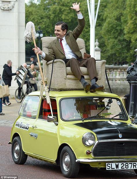mr bean sofa on car mr bean at buckingham palace on his green mini to