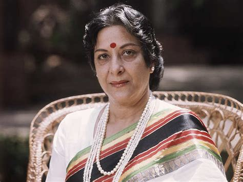biography of mother india nargis dutt from a child actor to mother india