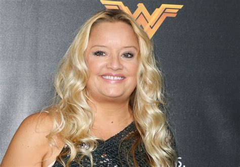 lucy davis now lucy davis was cast as aunt hilda in the quot sabrina quot reboot