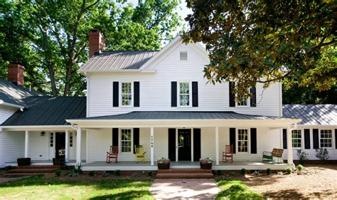 farmhouse porch 15 dreamy farmhouse porches celebrate decorate