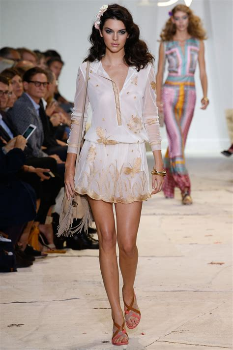 The Daily Mail Uk Fashion by Kendall Jenner Takes The Catwalk By At Diane