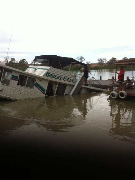 mannum house boats photo 3 mannum houseboat salvage dynamic dredging pty ltd