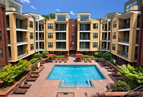 apartment courtyard cielo apartments rentals charlotte nc apartments com
