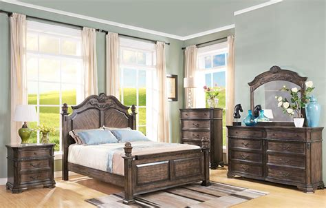 New Classic Bedroom Furniture Larissa Weathered Brown Poster Bedroom Set From New Classic Coleman Furniture