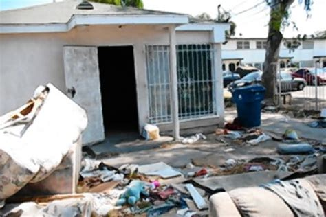 deutsche bank in los angeles l a blames bank for foreclosure blight wsj