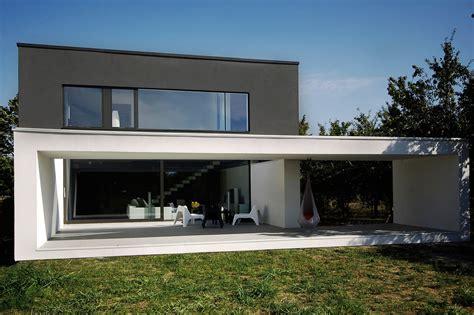 estructura de piedra en color blanco y negro fotograf 237 a de dise 241 o de casa moderna de dos plantas construye hogar