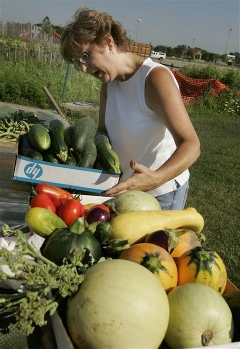 kraft garden project delivers produce to food pantry