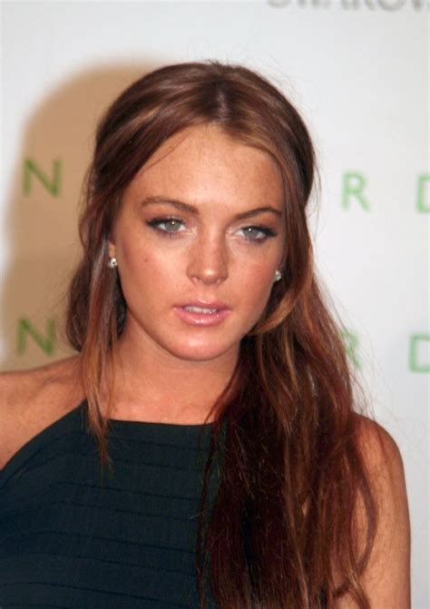 lindsay lohan with medium ash blonde hair very long and curly source hairstyles7 net 1116 best images about hair and makeup on pinterest