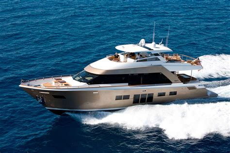 modern boat lazzara yachts breeze 76 modern function in classic form