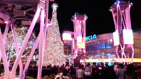 ice skating la live nokia plaza christmas tree los angeles