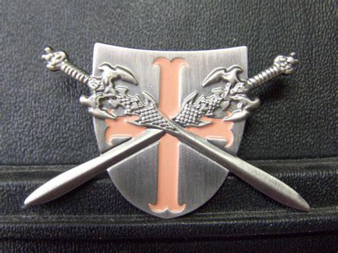 Pin Garuda 3 5 Cm pin templer kreuzritter gekreuzte schwerter auf schild 3 5 x 5 5 cm ebay