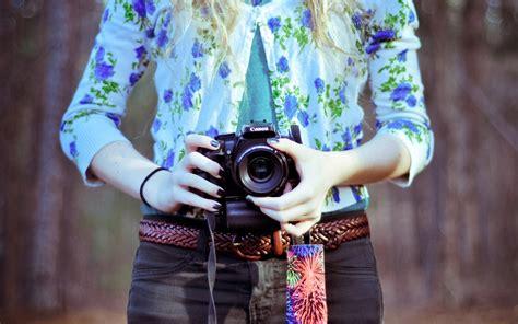wallpaper camera girl canon dslr forest girl floral shirt hd wallpaper cool