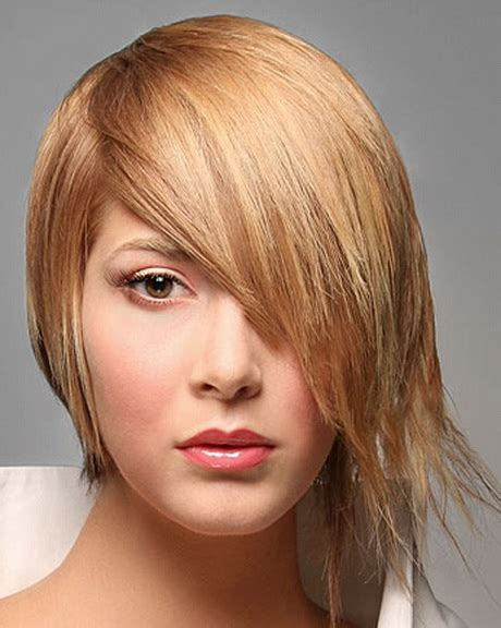 blunt haircut with the crea clip medium hairstyles choppy layers