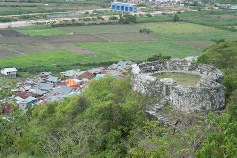 Benteng Otanaha reruntuhan benteng otanaha foto benteng otanaha