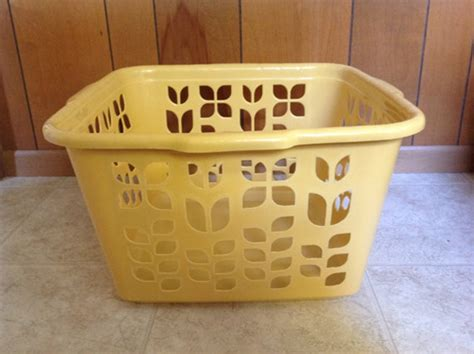 Rubbermaid Laundry Her With Lid Sierra Laundry Rubbermaid Laundry With Lid