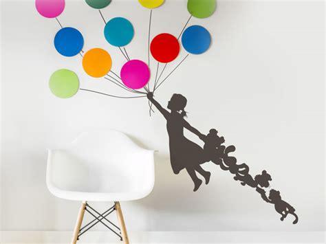 wandtattoo kinderzimmer luftballons wandtattoo m 228 dchen mit luftballon reuniecollegenoetsele