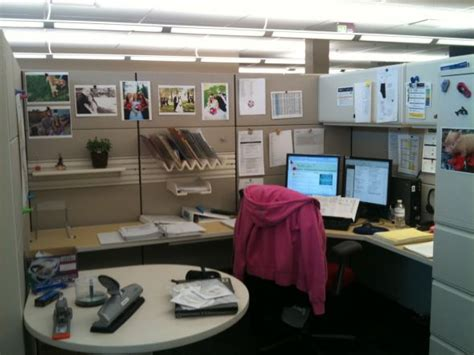 how to decorate your cubicle how to decorate your work cubicle interior home design